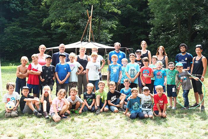 Bürgermeister Michael Kessler besuchte die Kinder bei der Ferienbetreuung im Brexbachtal. Foto: Stadt Bendorf
