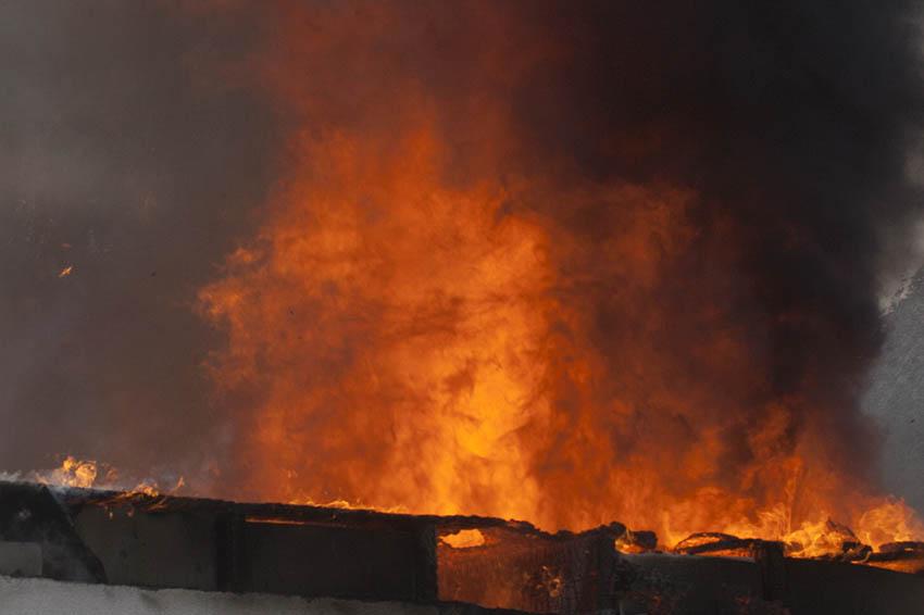 Garage und Wohnmobil wurden Raub der Flammen
