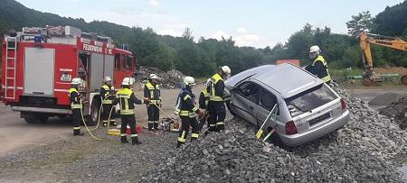 Feuerwehr Hamm übte im Etzbacher Industriepark
