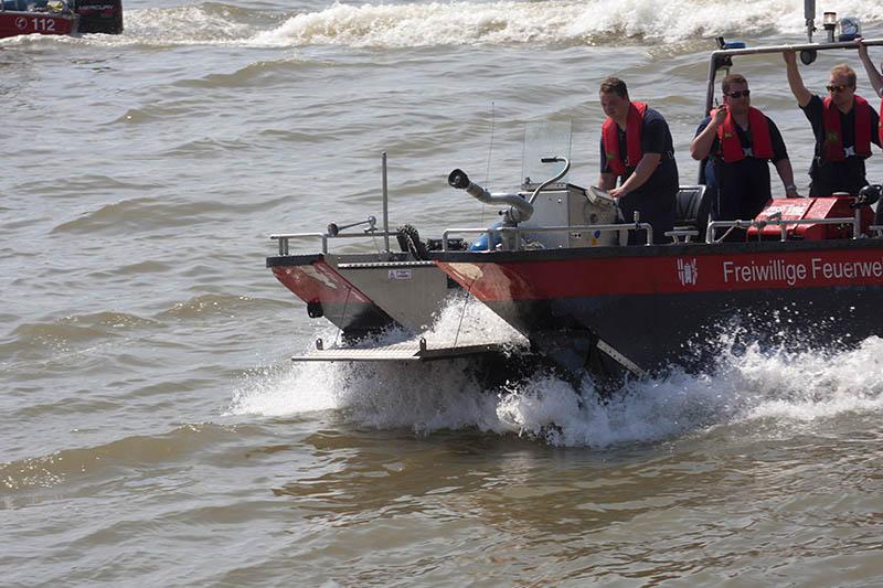 Boots-Havarie und Verkehrsunfall fordern Feuerwehren Leutesdorf