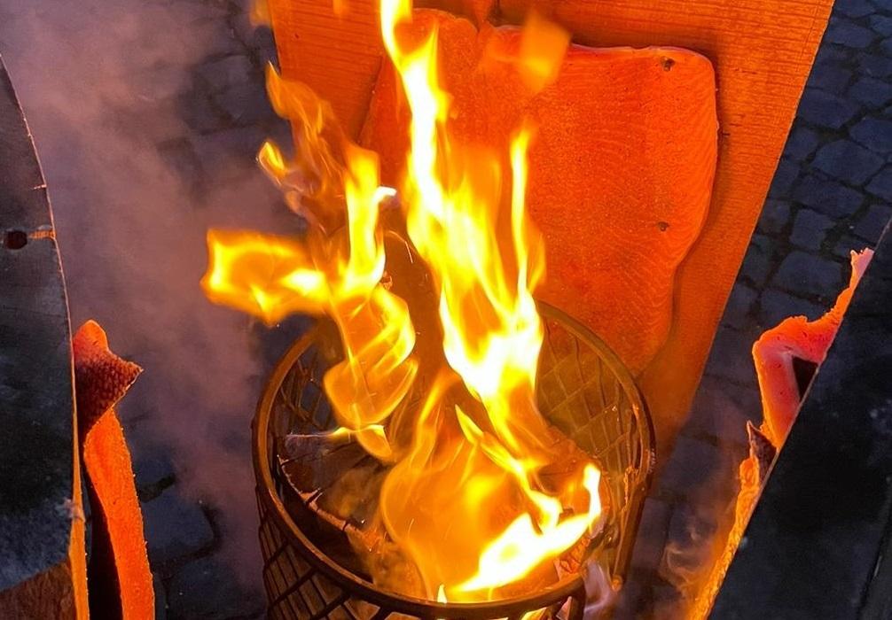 Steinigers Küchengruß: Flammlachs zum Wintergrillen