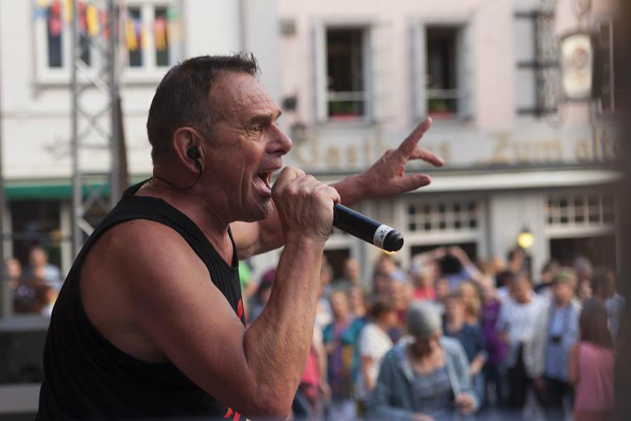 Mark Foggo rockte Hachenburgs Alten Markt. Fotos: Wolfgang Tischler