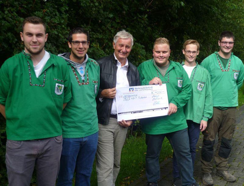 Kirmesjugend Atzelgift überreichte 4000 Euro an FLY & HELP