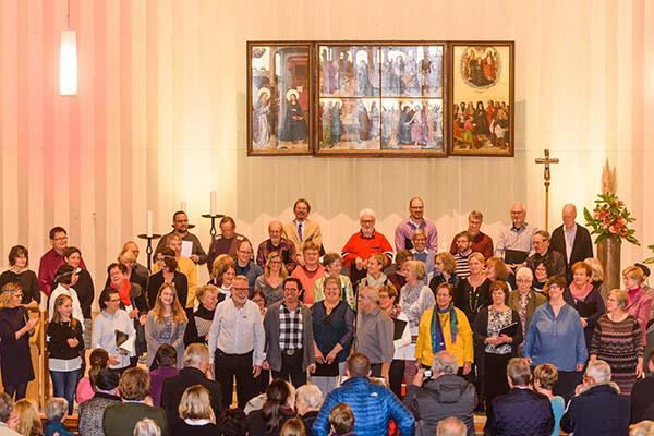 Zwei Chöre und ein Pastor für ein Halleluja in Linz