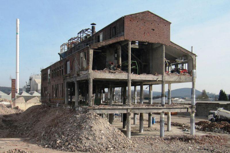 Erfolgreiche Sprengung eines Fabrikgebäudes in Wirges