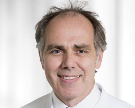 Chefarzt Dr. Andreas Franke referiert über Hüftschmerzen