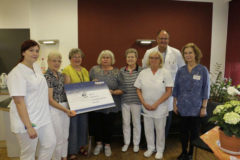 Spende der kath. Frauengemeinschaft Hillscheid an  Dernbacher Palliativstation