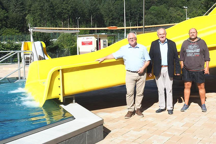 Klaus Kux, Bernhard Wiemer und Michael Woischwill (v.l.n.r.) sind zufrieden mit dem Verlauf der Freibadsaison.