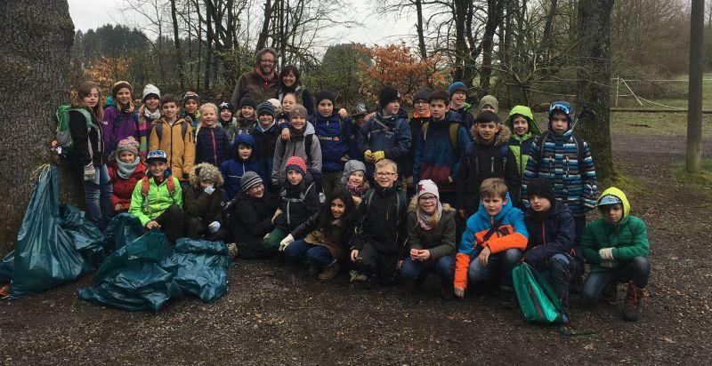 Aktion Saubere Landschaft auf Initiative der Grundschule in Altstadt