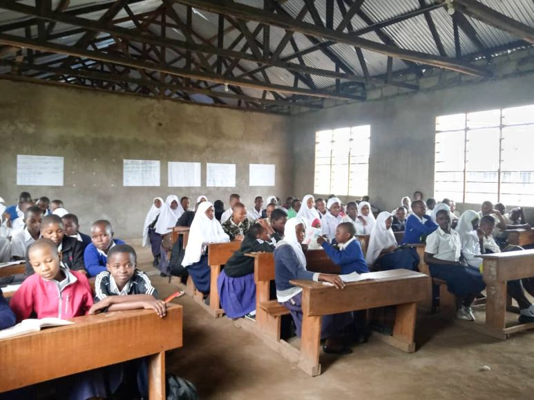 Schulkinder im Unterricht. Fotos: privat