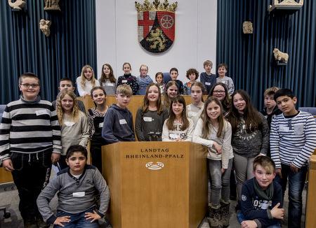 Demokratie kinderleicht: Grundschüler besuchten den Landtag