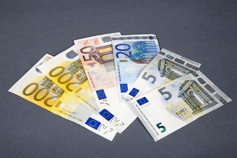 In der verlorenen Geldbörse befand sich viel Geld. Symbolfoto