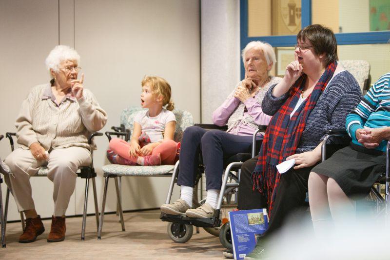 Senioren und Kinder machen zeitlos-schöne Musik