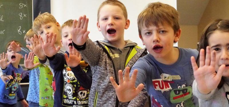 """Kinder lernen """"Stopp!"""" sagen"""