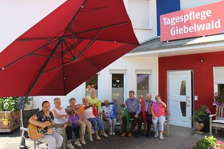 """Spendenübergabe in der """"Tagespflege Giebelwald"""""""