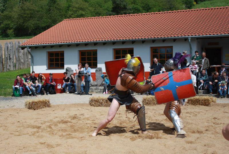 """Gladiatoren erobern die Arena in der """"RömerWelt"""""""