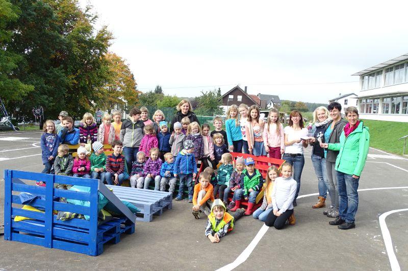 Spende für Schellenberg-Grundschule und Kindergärten