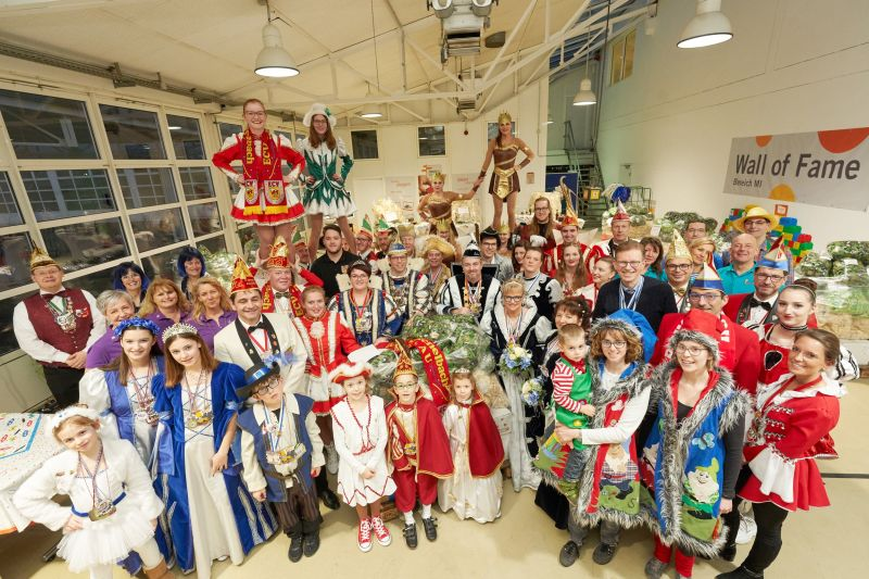Mit rund 60 Jecken feierte die evm ihre Palettenparty, auf der die Gewinner-Vereine Wurfmaterial für die Karnevals-Züge in ihrer Region abholen konnten. Fotos: evm/Frey