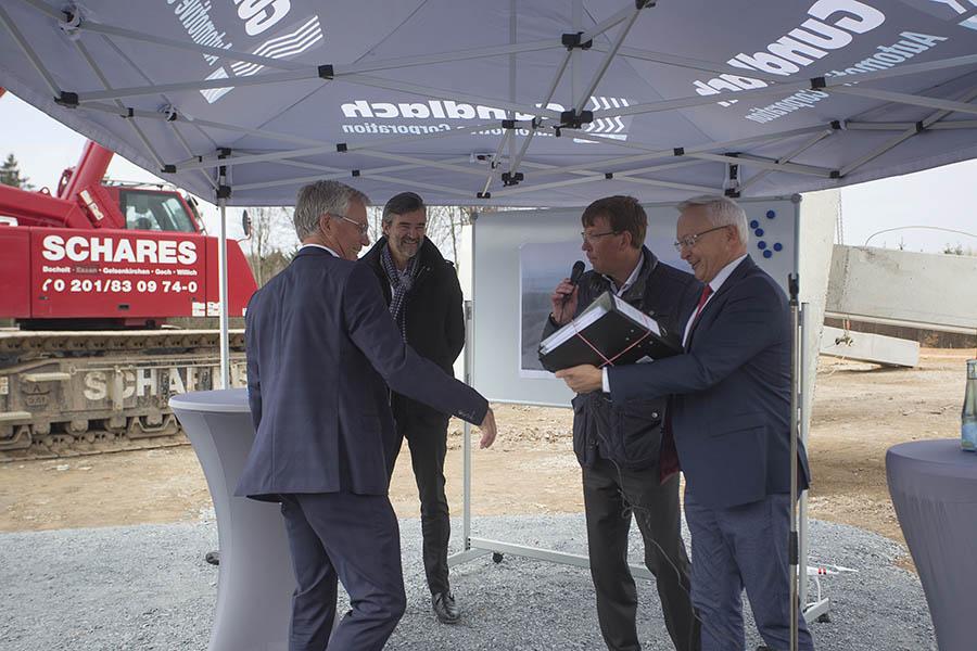 Grundsteinlegung für neue Fertigungshalle von Reifen Gundlach