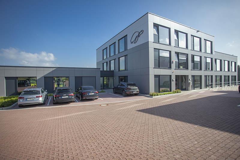 HB Protective Wear spendet 12.755 Euro an acht Projekte von heimatleben.de