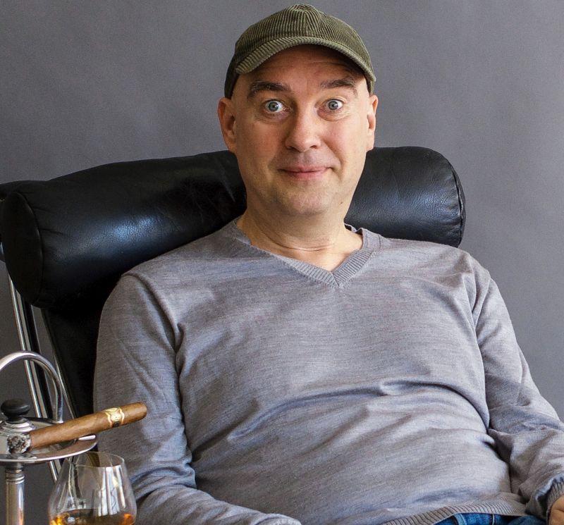 HG. Butzko vereint in Hachenburg Kabarett und Aufklärung
