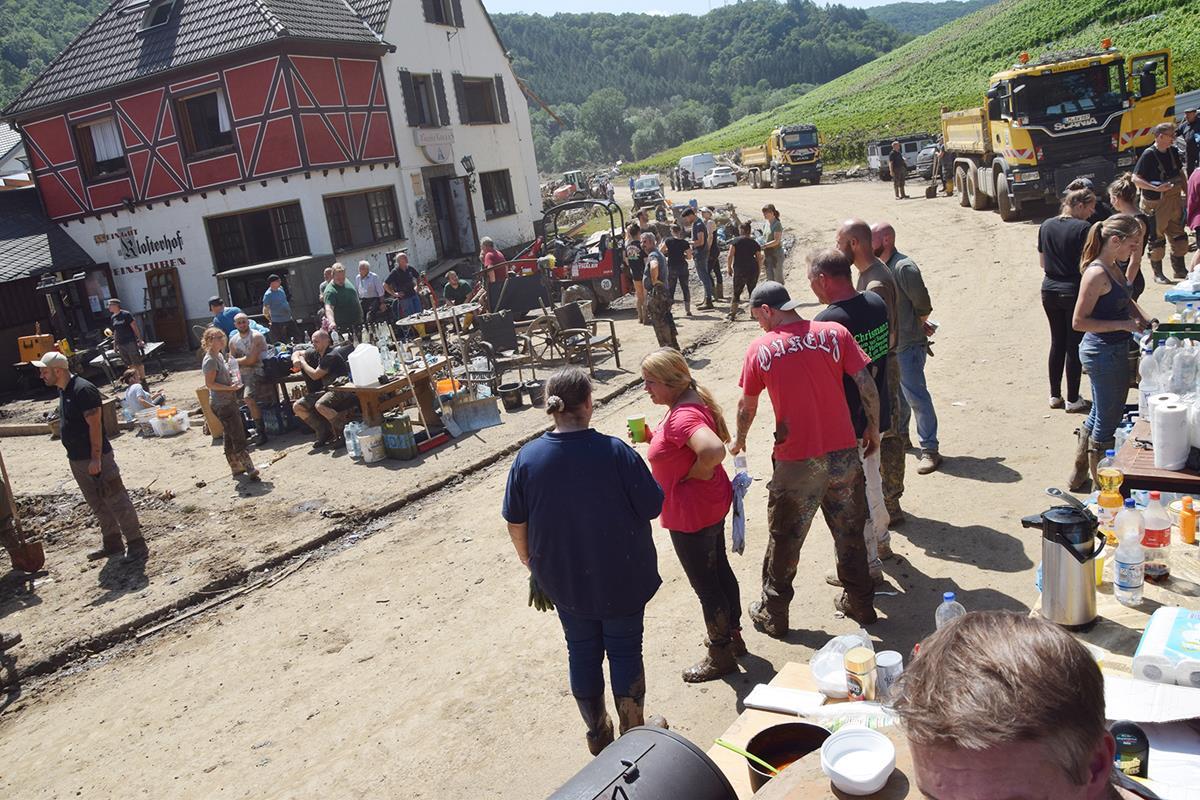Auch die Handwerksbetriebe entlang der Ahr sind schwer von der Flutkatastrophe getroffen worden. (Fotos: HWK)