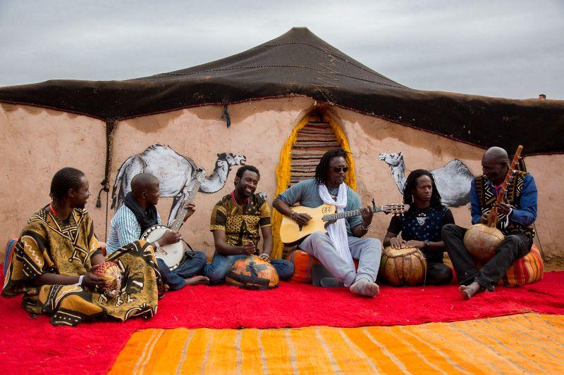 Habib Koite & Band kommen am 28. Juni aus Mali nach Selters. Fotos: Margot Canton Lamousse
