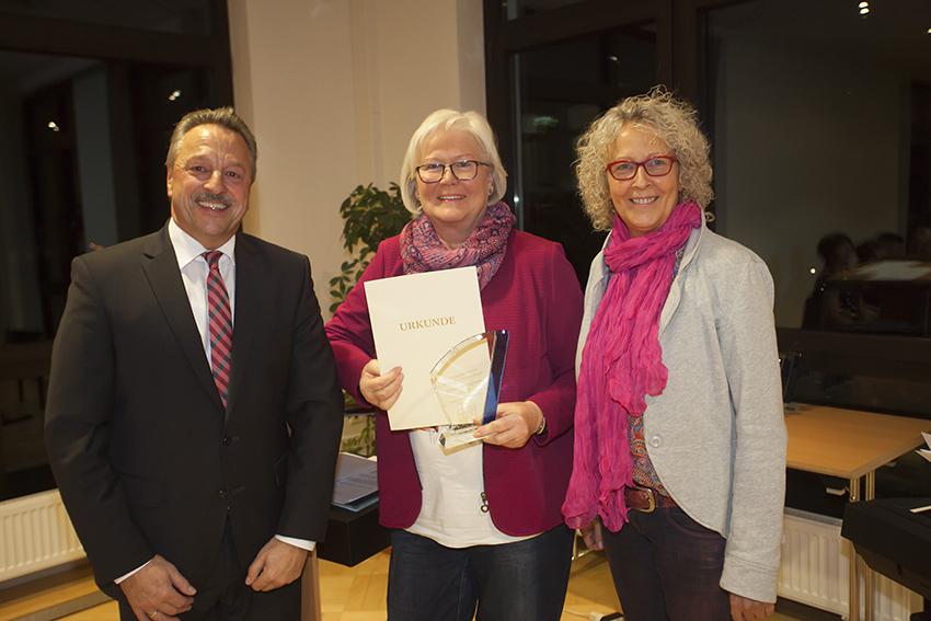 Inge Hader aus Bonefeld erhielt den Ehrenamtspreis der VG Rengsdorf-Waldbreitbach. Foto: Wolfgang Tischler