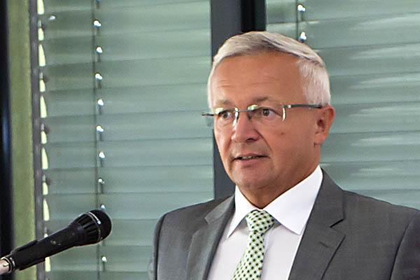 Landrat Hallerbach informiert über die neuesten Abstimmungen