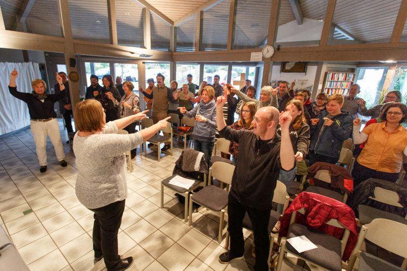 Die Gottesdienste in der Andreaskirche sind außergewöhnlich und beziehen die Besucher oft mit ein. Foto: Peter Bongard