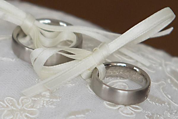Demuth fragte nach Hygieneauflagen und Abstandsregeln für Hochzeitsfeiern