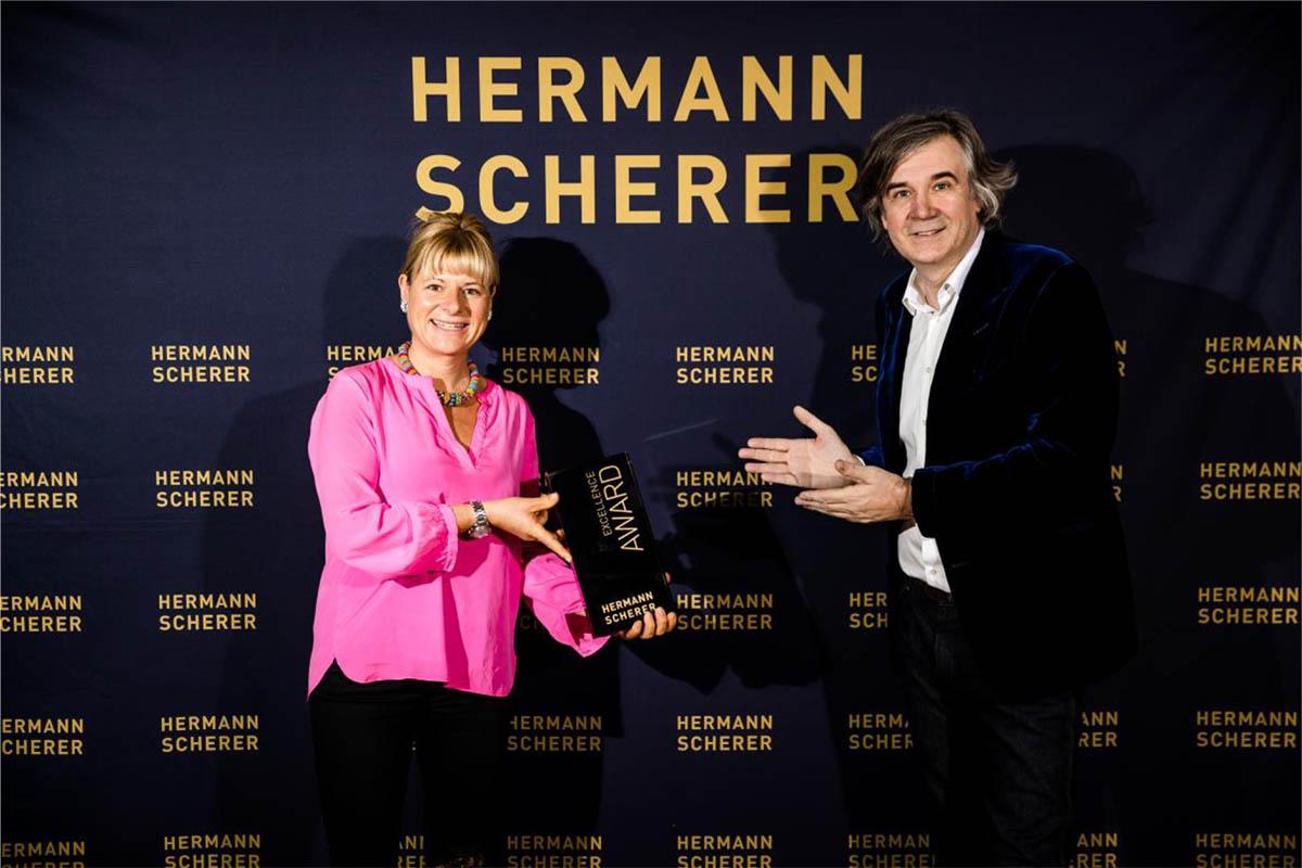 Dierdorferin holt Award im 8. Internationalen Speaker Slam