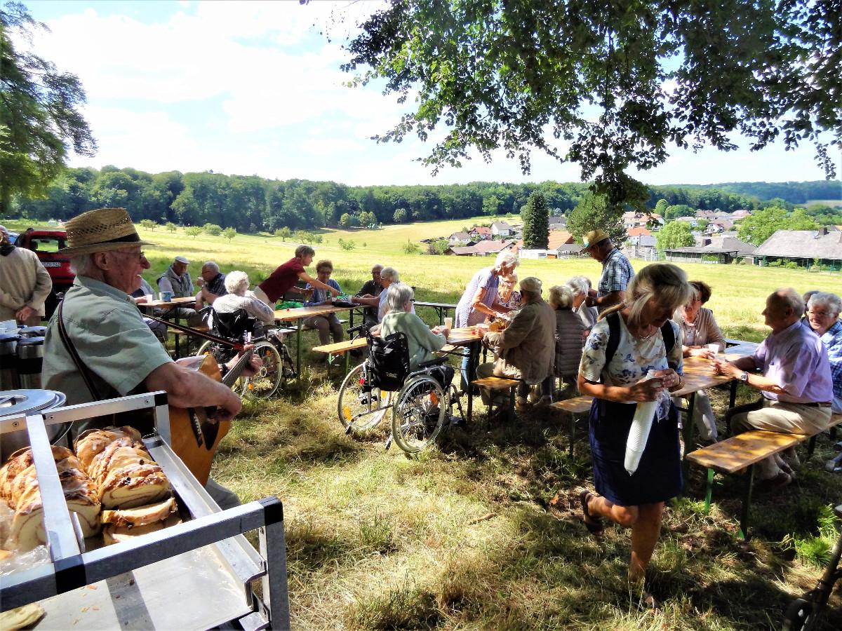 """Die """"555er"""" freuen sich auf den Neustart mit dem Wald-Café in Horbach"""
