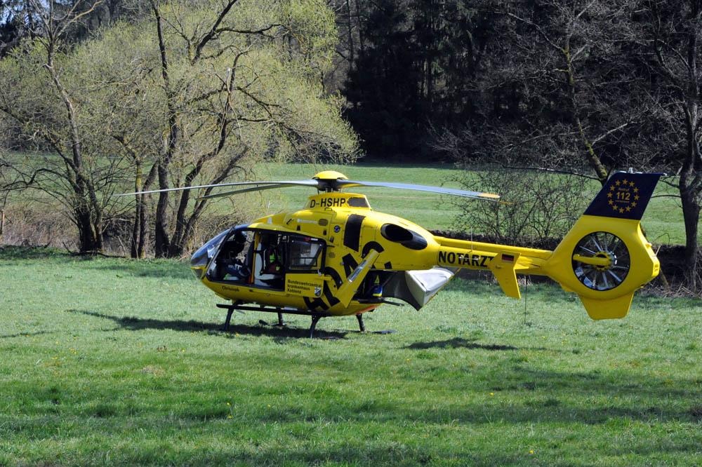 Unfall auf der B 414: 20-Jährige mit Rettungshubschrauber ins Krankenhaus gebracht