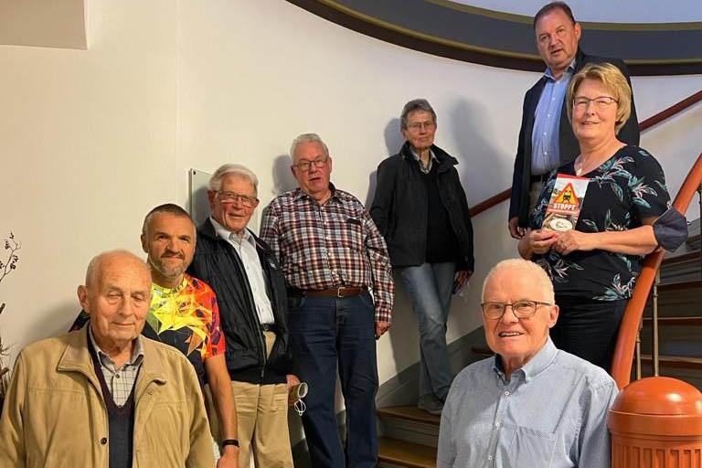 Der neu gewählte IG-Vorstand (v.l unten hoch nach r.u.) Gerhard Jüngling, Robert Dill, Werner Ockenfels, Helmut Oehl, Traute Lorenz, Volker Berg, Beate Kerres, Erich Schneider. (Nicht auf dem Foto Kurt Schröder). Foto: privat
