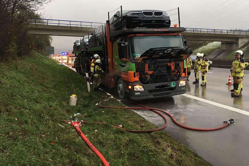 Feuerwehr Neustadt löscht Fahrzeugbrände auf A3