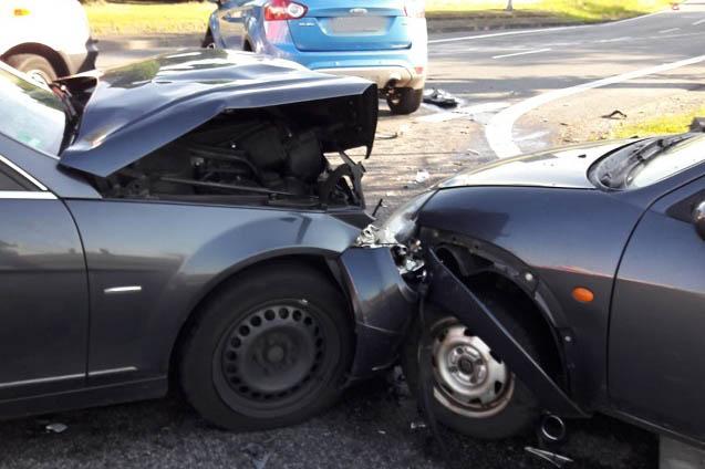 Unfall mit vier Fahrzeugen forderte drei Verletzte