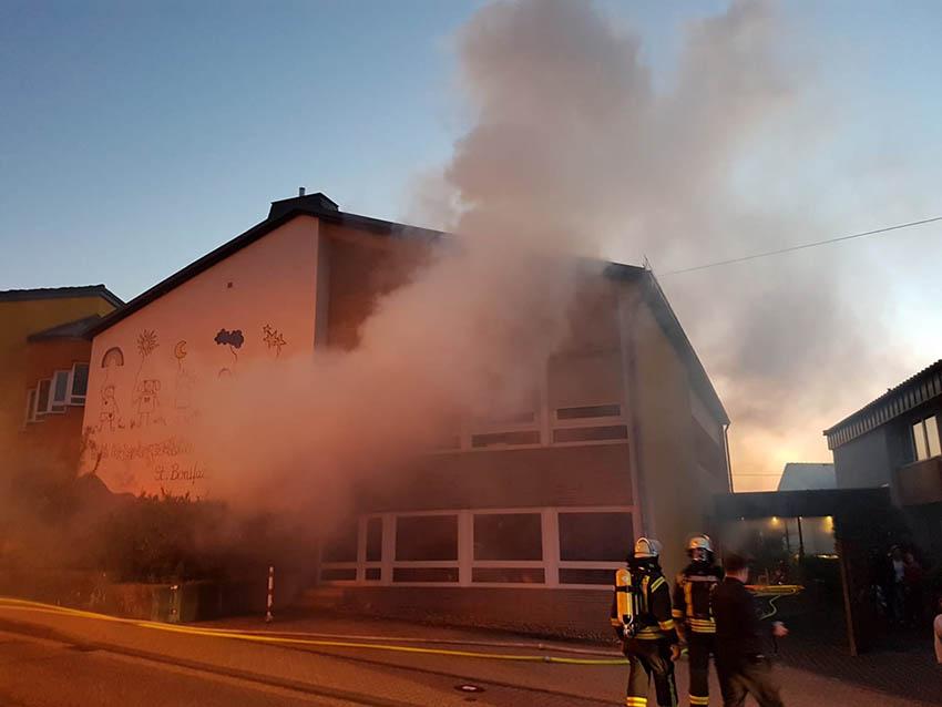 Feuerwehrübung an Kindertagesstätte Großmaischeid