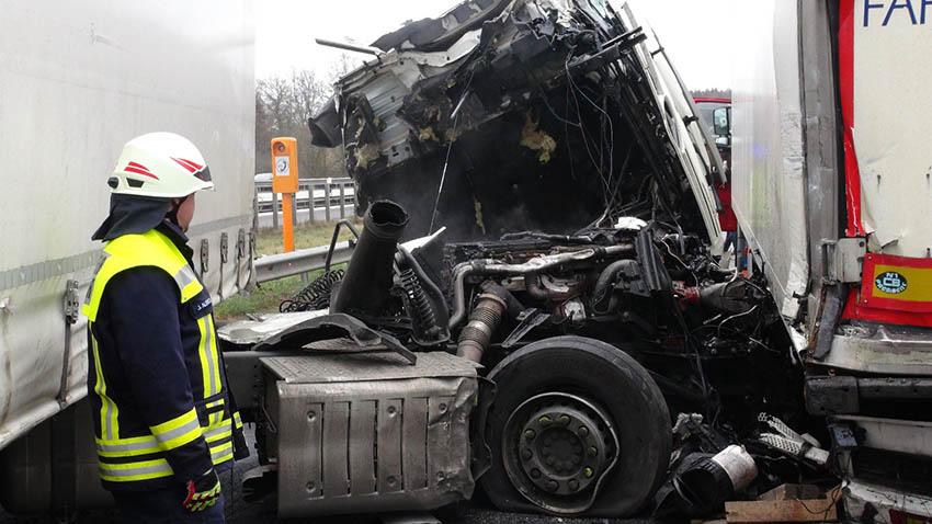 Schwerer LKW-Auffahrunfall auf Rastanlage Heiligenroth