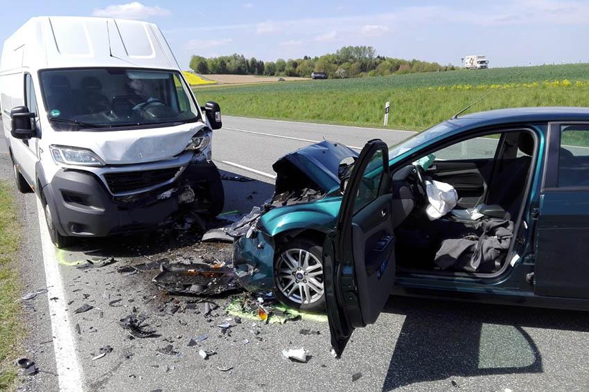 Unfall auf B 414 fordert drei Leicht- und eine Schwerstverletzte