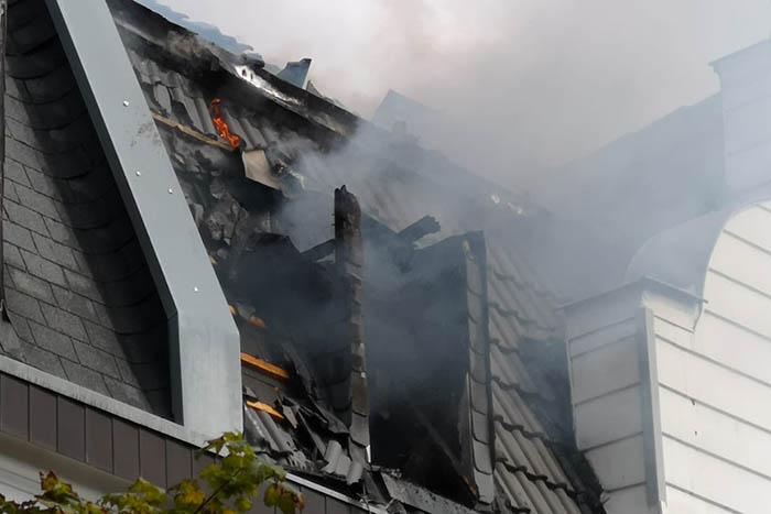 Es brennt in der Dammstraße in Neuwied ein Haus