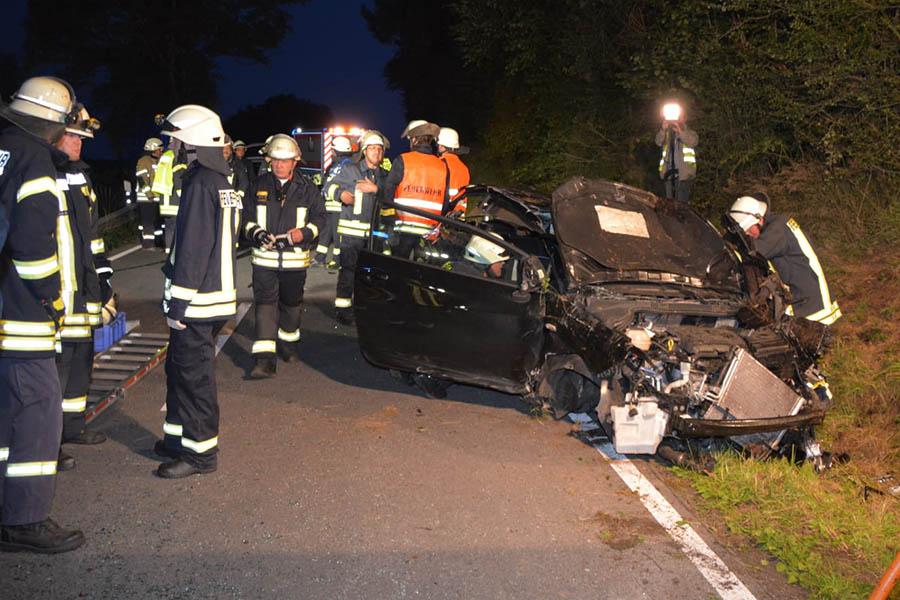 Auto überschlägt sich mehrfach – Vier verletzte Personen