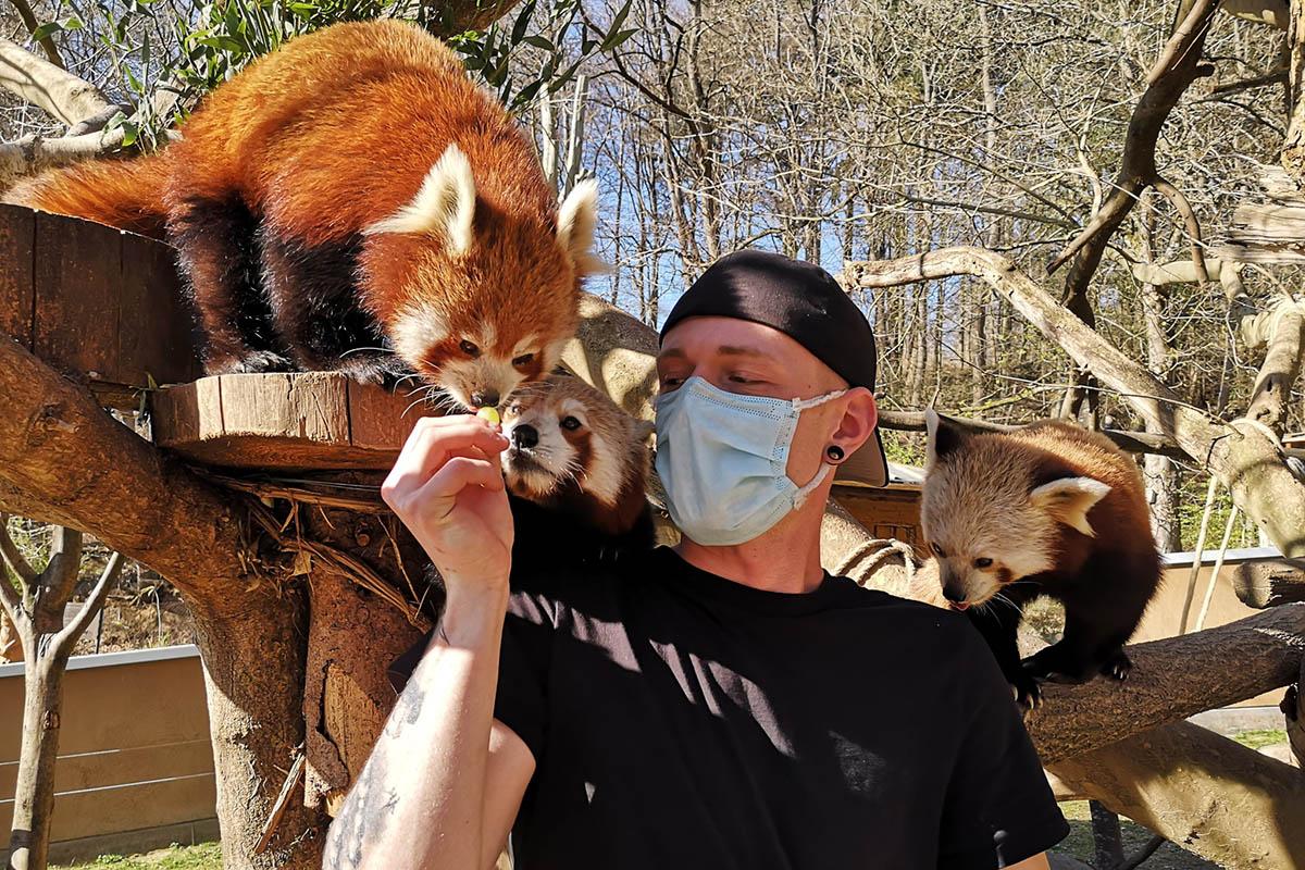 Tierpfleger und ihre Tiere - eine besondere Beziehung im Zoo Neuwied
