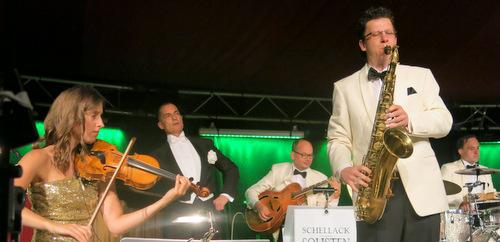 Denis Wittberg und seine Schellacksolisten mit Violinistin Clara Holzapfel. (Foto: wear)