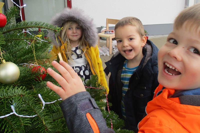 Dreister Diebstahl: Kindern den Weihnachtsbaum geklaut