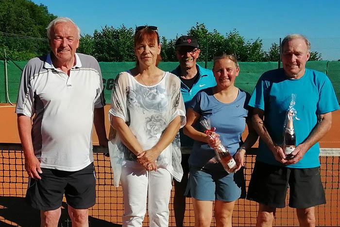 Tennisabteilung SC Kasbachtal jagt dem gelben Ball nach