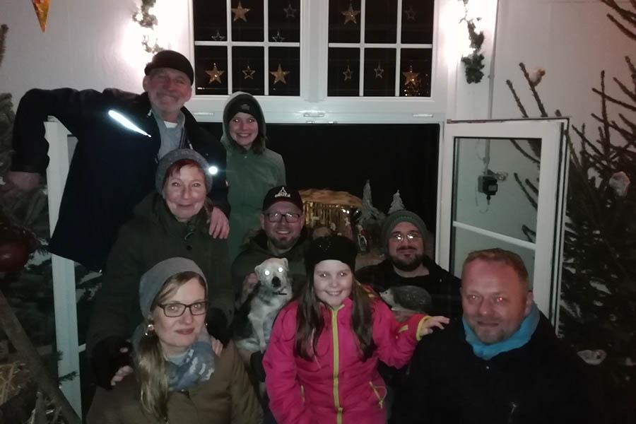Finale der Adventsfensterreihe in Brückrachdorf bei Familie Hahn