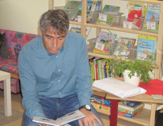 Vorleser zu Besuch an der Grundschule Etzbach