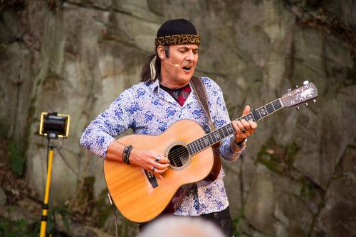 Marcel Adam sang sich in die Herzen der Besucher. (Foto: Michael Voss)
