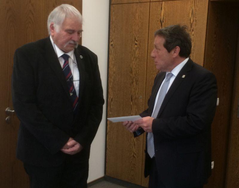 Artur Schneider erhält die Ehrennadel des Landes Rheinland-Pfalz